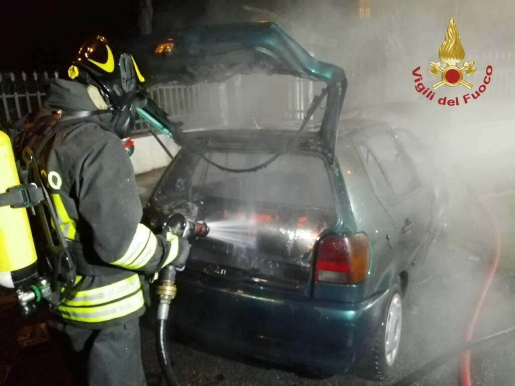 auto a metano a fuoco