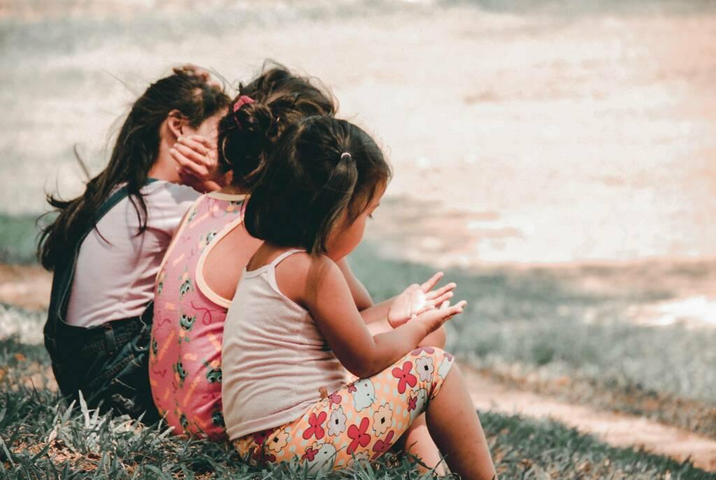 bambini (Foto Charlein Gracia da Unsplash)