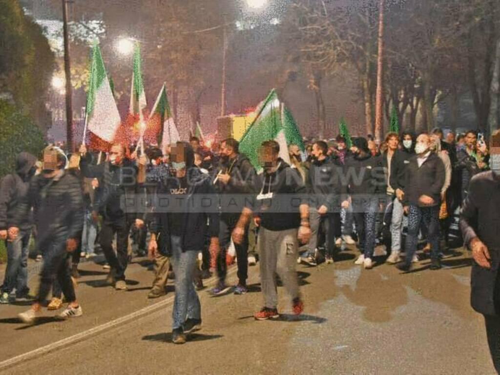 L'ombra dell'estrema destra sulla manifestazione sotto casa di Gori