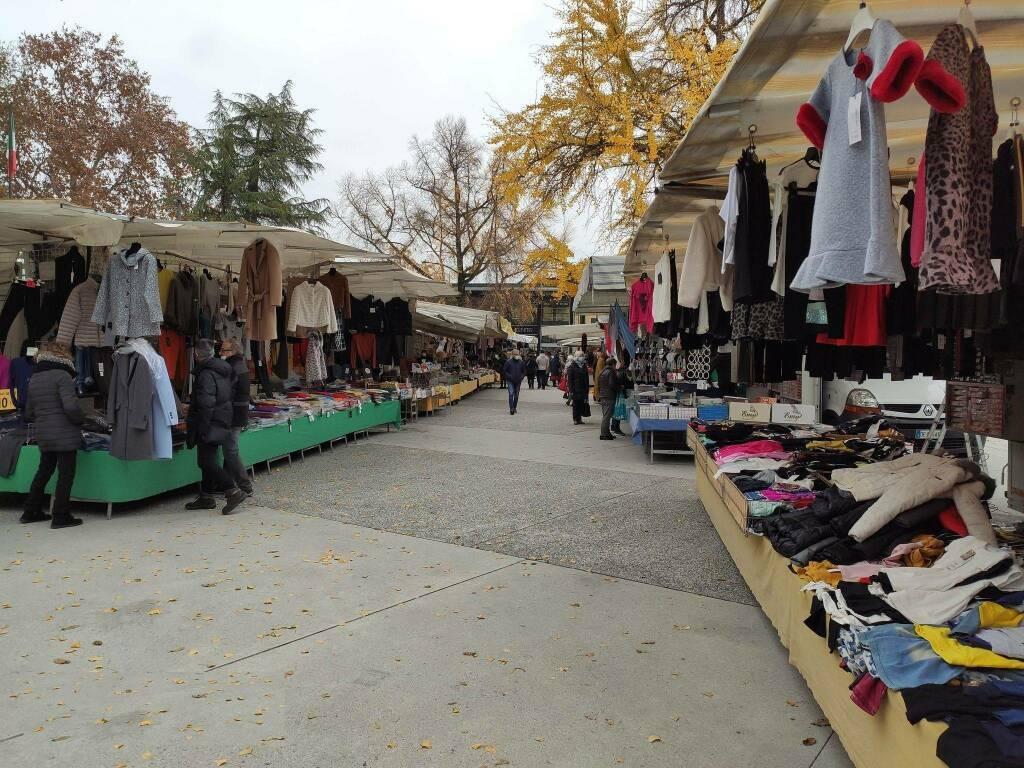 mercato piazza Alpini ambulanti