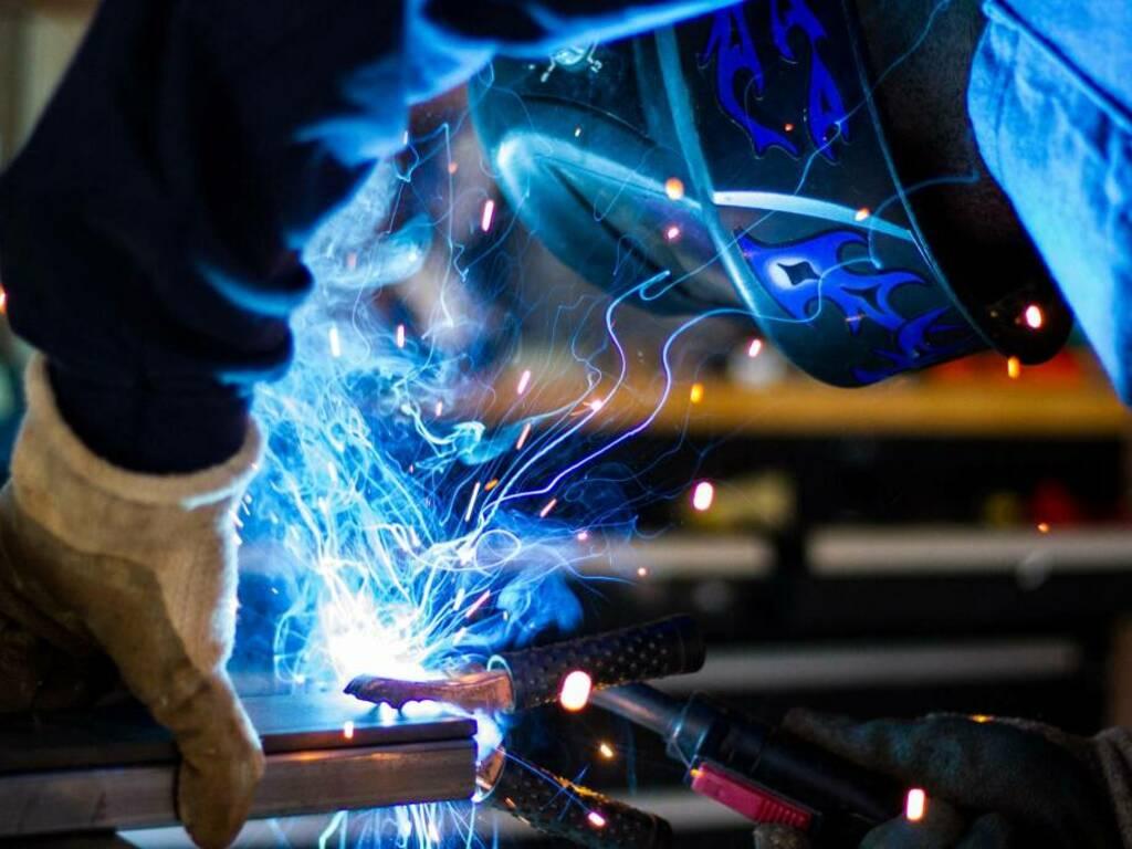 Metalmeccanici Photo by Rob Lambert on Unsplash