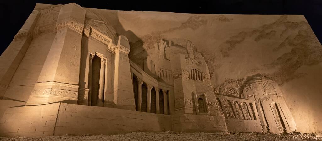 Il cimitero di Bergamo nel presepe di sabbia di Lignano