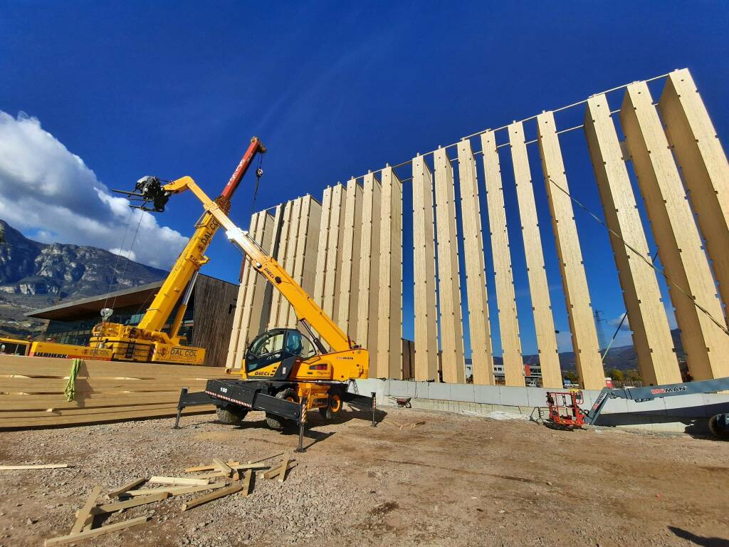 L'innovazione intralogistica incontra l'eleganza del legno