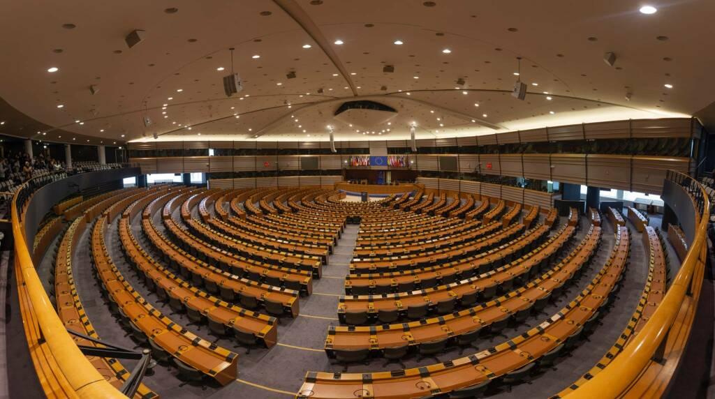 parlamento europeo foto di Marius Oprea on Unsplash