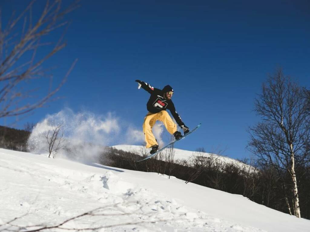 snowboard (Foto Victor Rodvang da Unsplash)