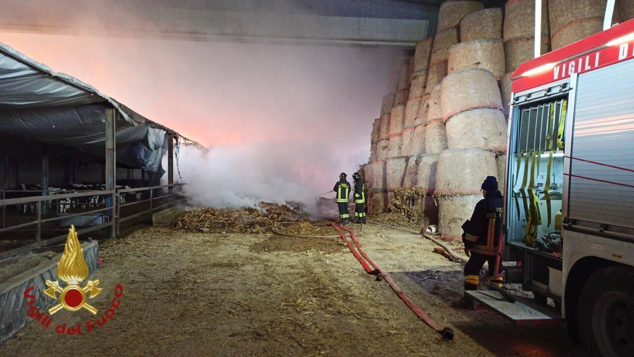 incendio in una cascina a Romano di Lombardia
