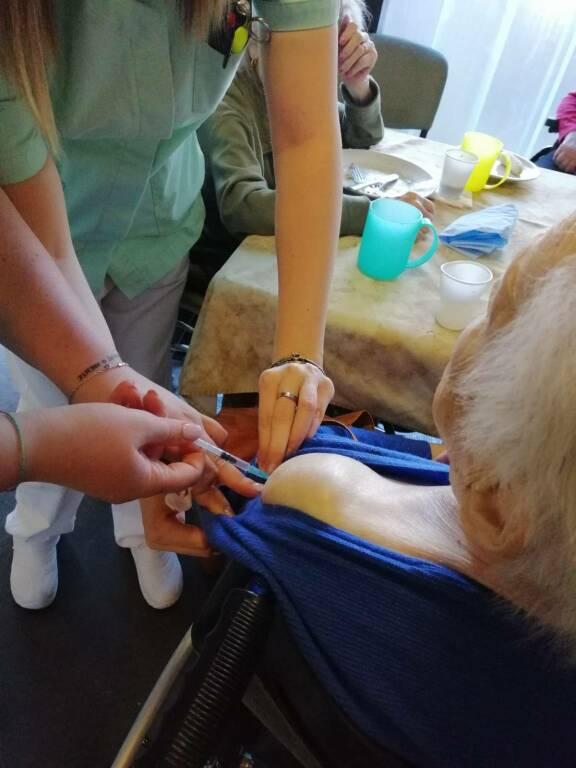 vaccino agli anziani delle rsa