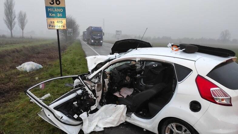 Crema, scontro tra 2 auto e camion all'alba: grave 26enne di Romano (LaProvinciadiCrema.it)