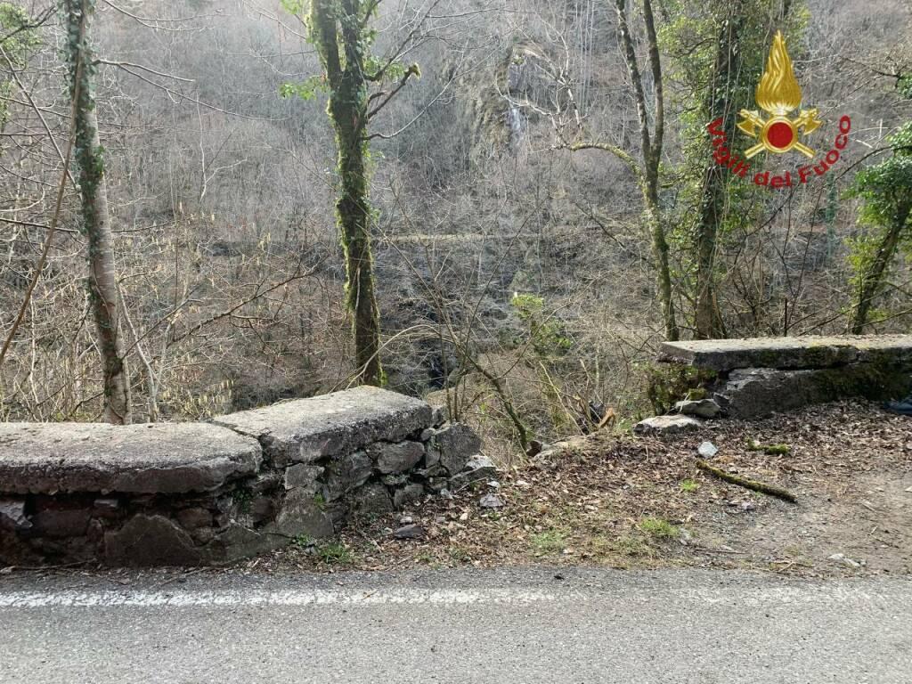 Auto nel fiume a Camerata Cornello, morto 55enne