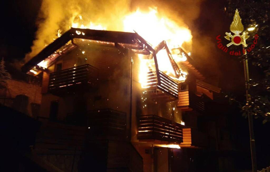 Incendio distrugge due appartamenti a Schilpario