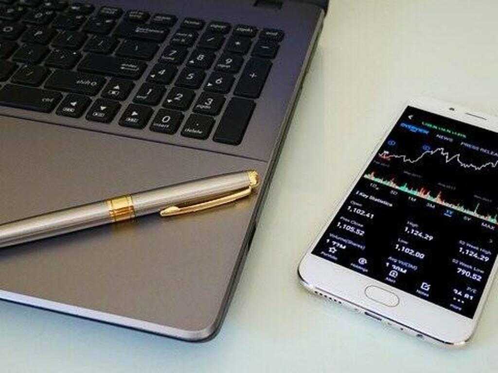 Mercati finanziari: gli investitori amatoriali possono davvero cambiare il trading online?
