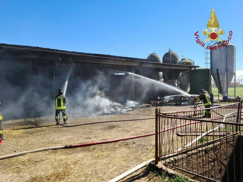 Martinengo, incendio in cascina