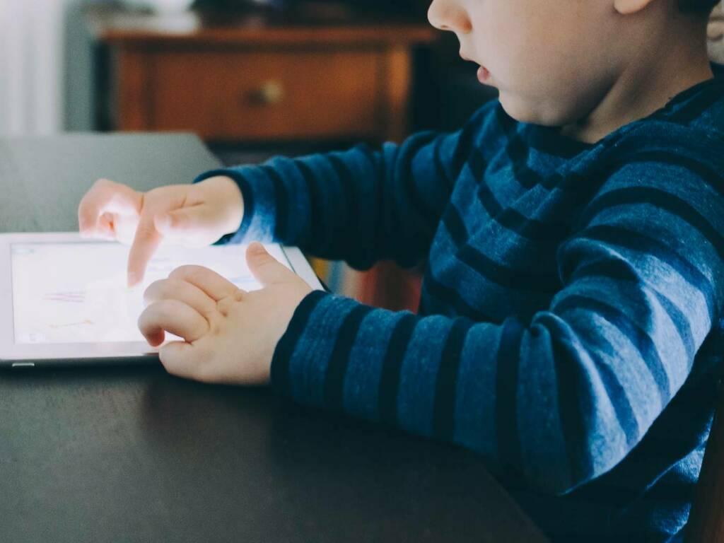 scuola digitale educazione digitale - Kelly Sikkema su Unsplash