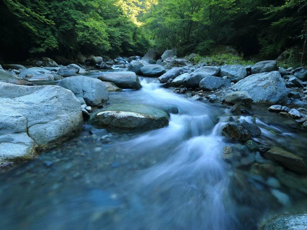 acqua Foto di kazuend su Unsplash