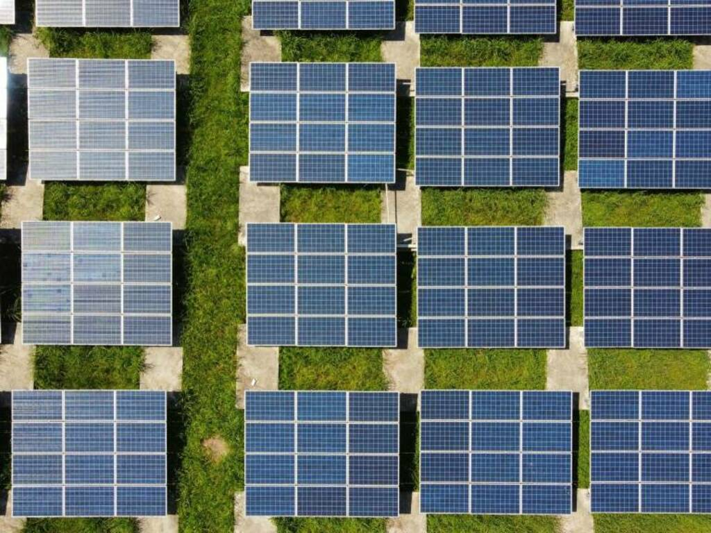 pannelli fotovoltaici Photo by Anders Jacobsen on Unsplash
