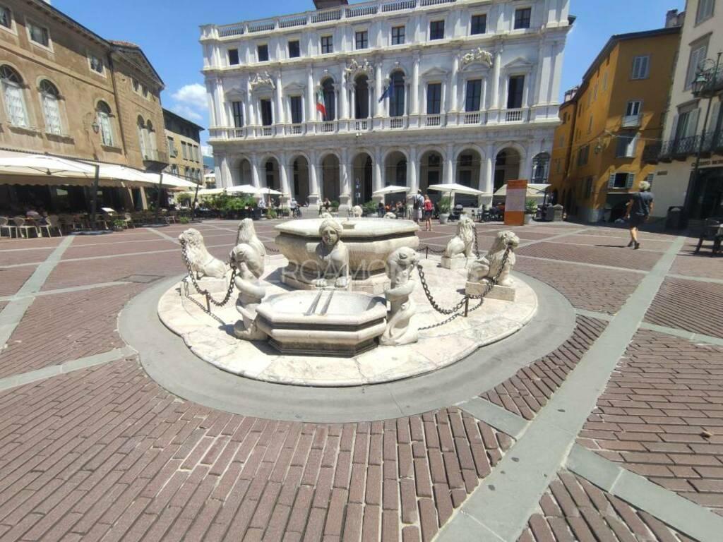Fontana Contarini città alta piazza Vecchia
