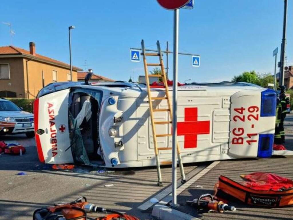 Incidente ambulanza calvenzano
