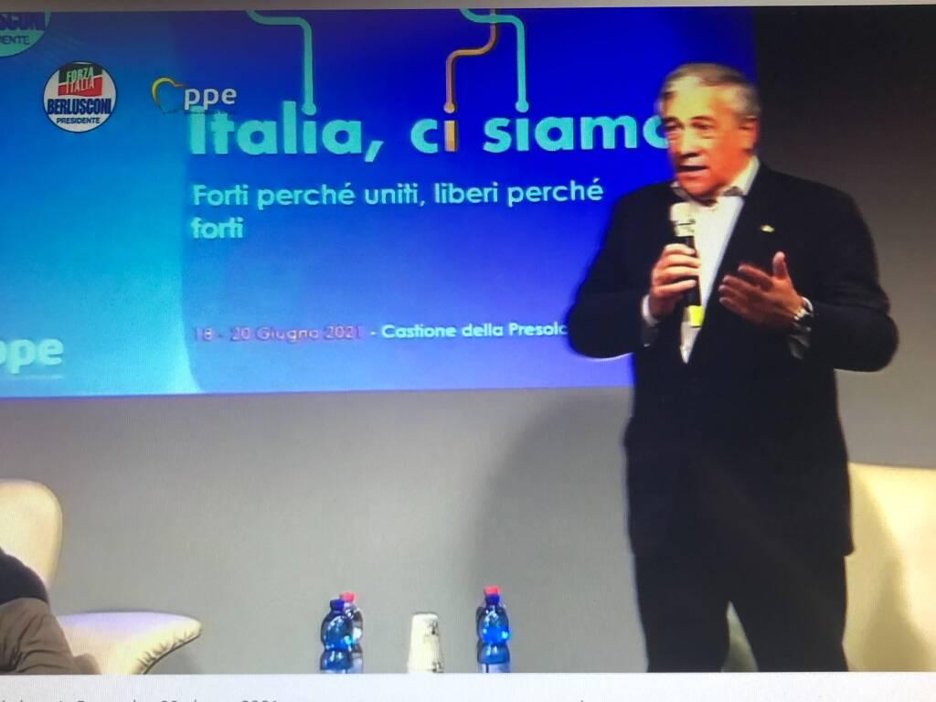 Berlusconi rilancia il partito unico