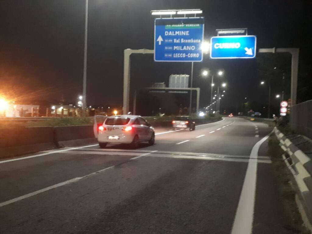 Auto in panne in superstrada