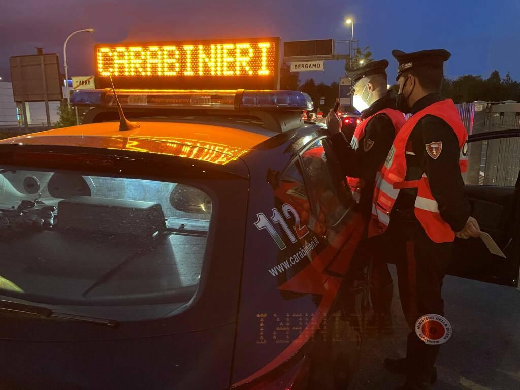 Carabinieri controlli sera covid
