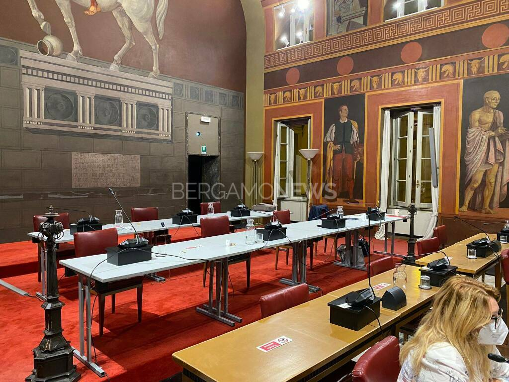 consiglio comunale lega abbandona la seduta