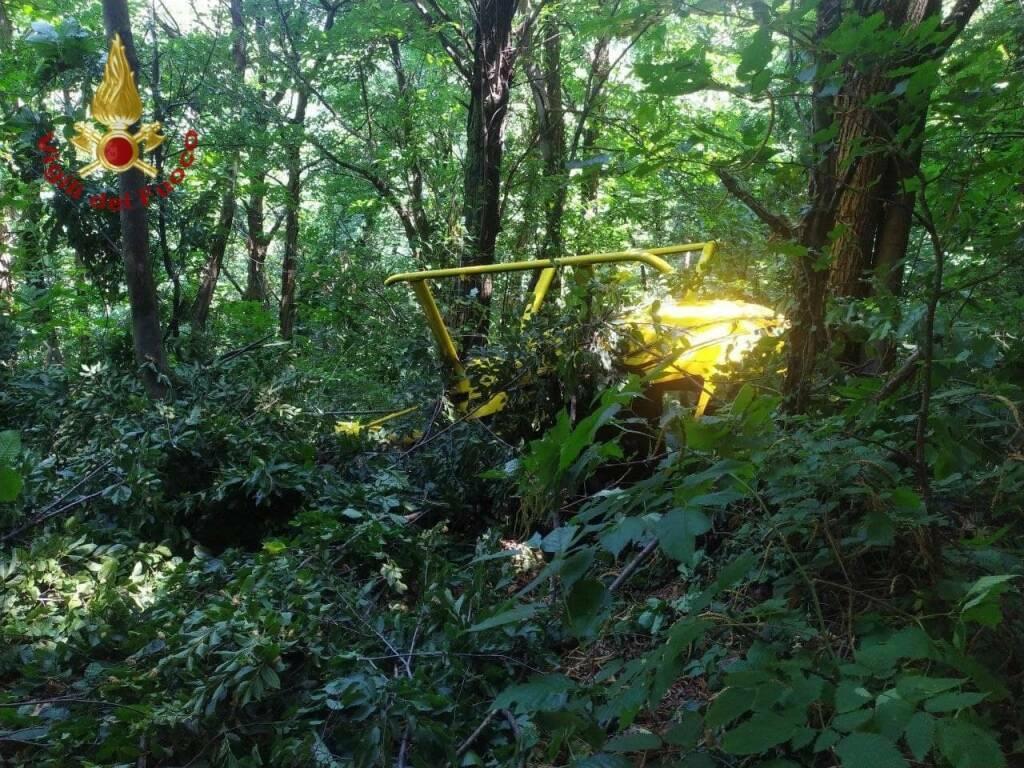 Elicottero precipita nei boschi di Pontida: a bordo due uomini
