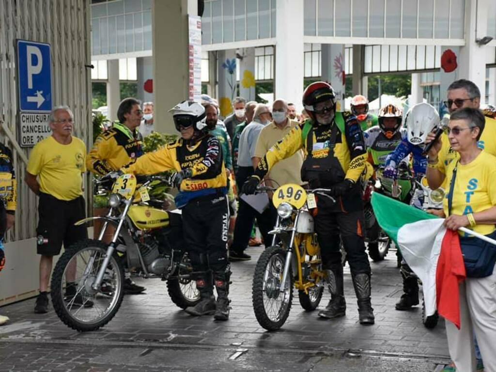 """La partenza del """"Trofeo Carlo Vailati"""" data dalla signora Paola Moro Vailati"""