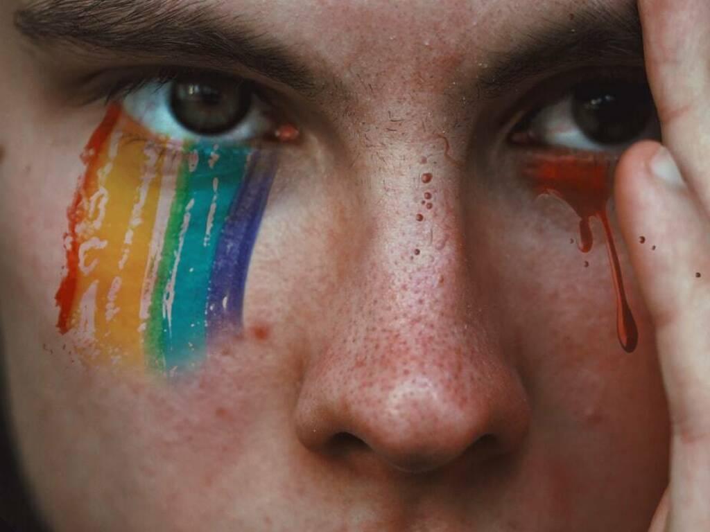 omofobia (Foto Adrian Swancar da Unsplash)