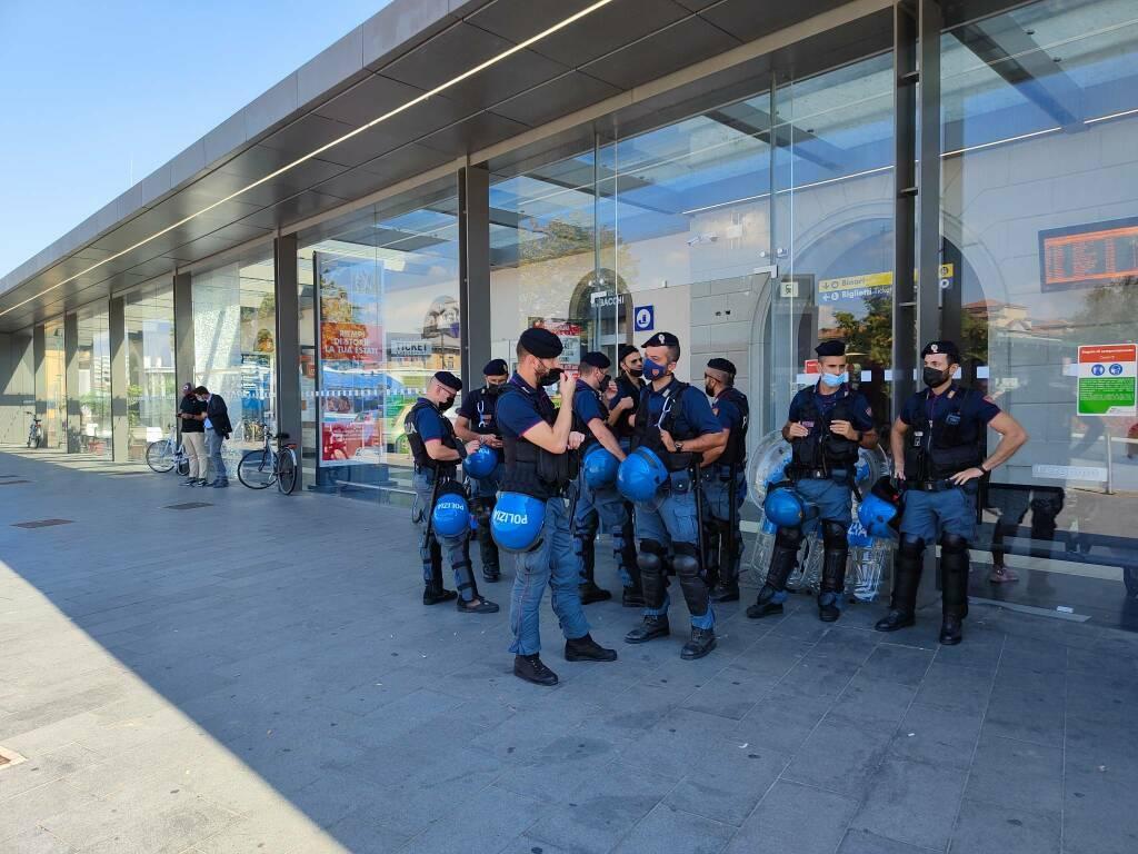 Presidio no Green pass, in stazione a Bergamo più poliziotti che manifestanti