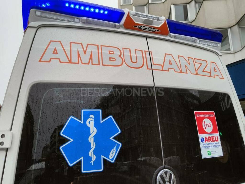 Ambulanza pioggia incidente