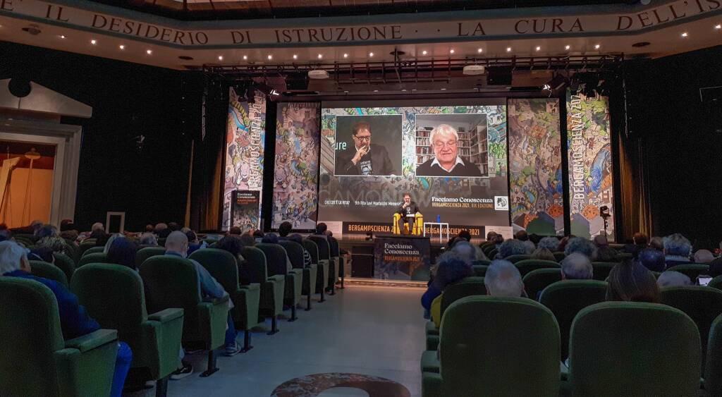 Dal lievito ai tre principi della vita: col Nobel Paul Nurse cala il sipario su BergamoScienza