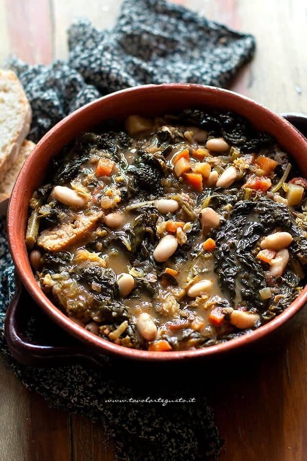 La stagione del cavolo nero: perfetto per la ribollita, ecco la ricetta