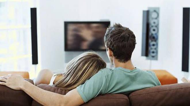 Favoloso Le coppie giovanissime preferiscono serie tv e divano al sesso  OD75